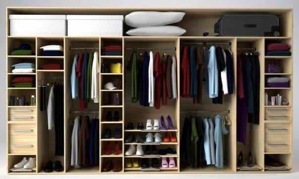 Шкаф с вещами внутри