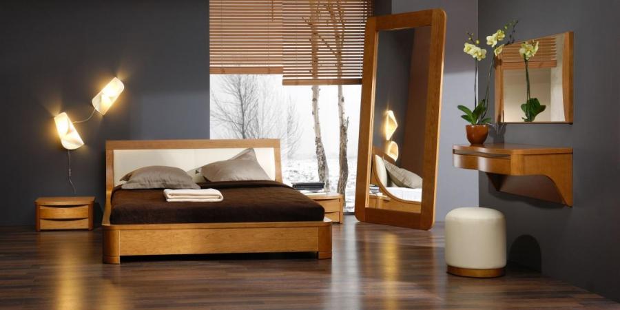 Деревянная кровать Кардинал в спальне