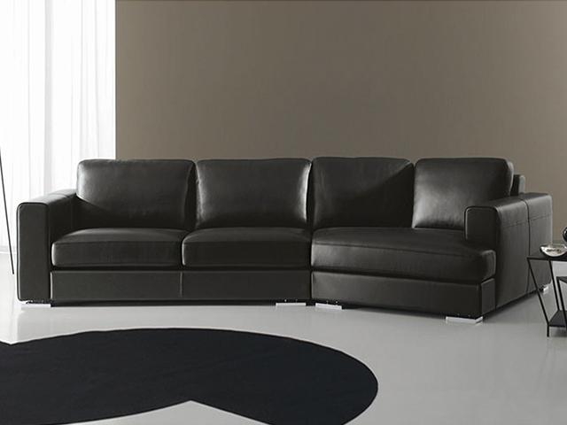 Большой кожаный диван