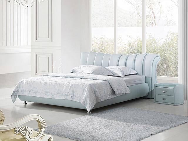 Комфортная двуспальная кровать