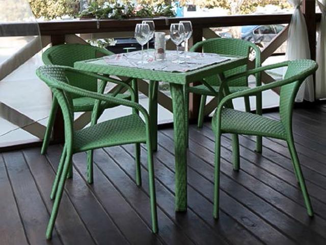 Ротанговый стол и стулья
