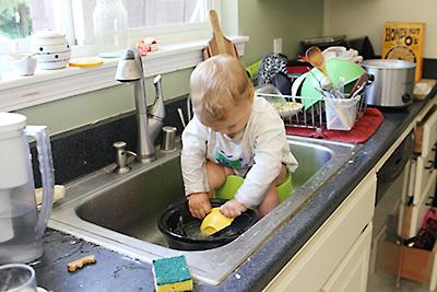 Безопасная мебель для ребенка на кухне
