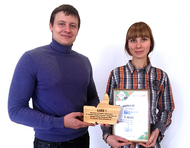 Награждение победителя конкурса стендов на выставке мебели
