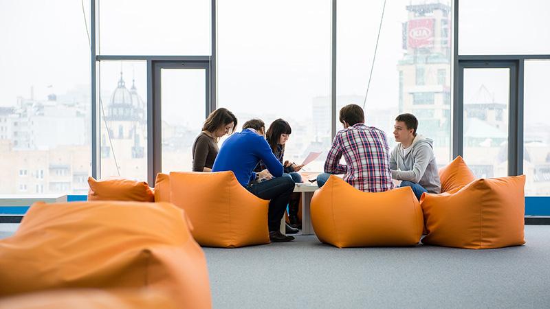 Лайнж зона в офисе IT-компании Ciklum