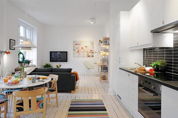Разграничение кухни и гостиной при помощи дивана