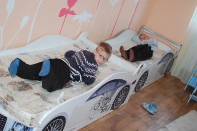 Детские кроватки с матрасами для центра реабилитации