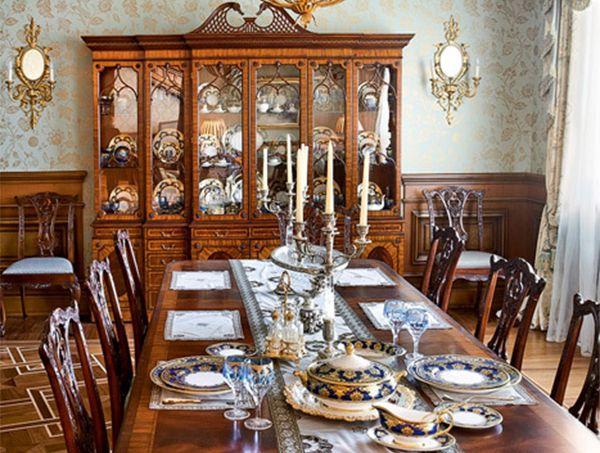 Обеденный стол в английском стиле