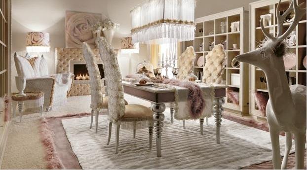 Гостиная с камином в гламурном стиле