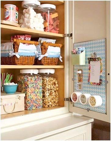 Навесной шкаф с распашными дверцами