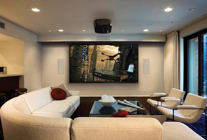 Домашний кинотеатр в интерьере гостиной