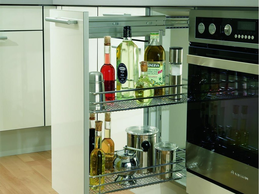 Кухня с выдвижными ящиками