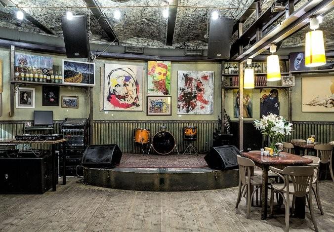 Мебель в стиле винтаж для джаз-кафе
