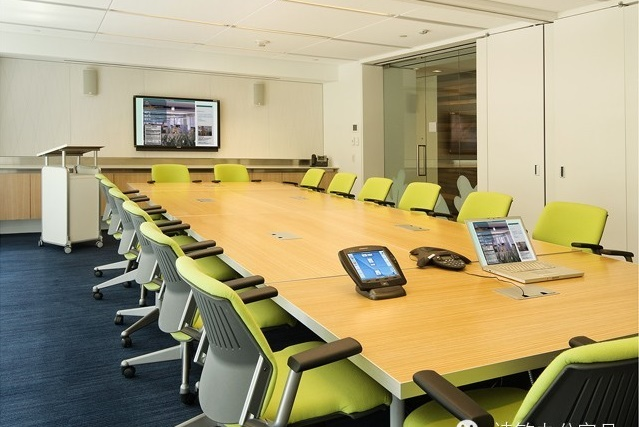 Интерьер переговорной комнаты