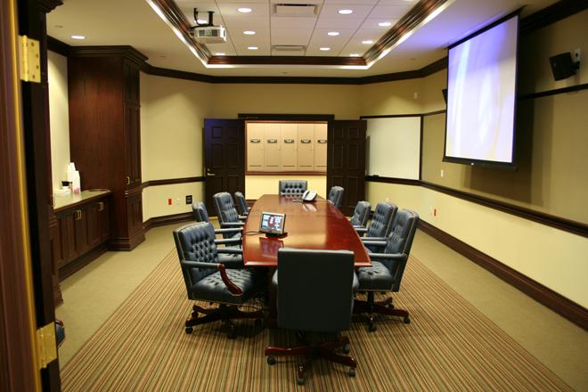 Конференц-зал, оснащенный мультимедиа системой