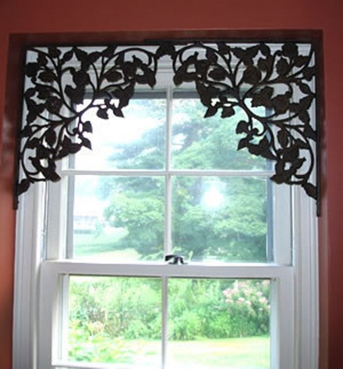 Кованый элемент на окне
