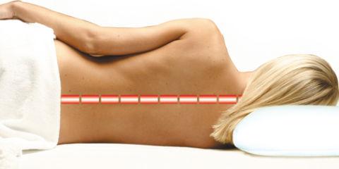 Правильное распределение нагрузки на шею на контурной подушке