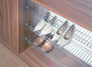 Полочка для обуви в шкафу