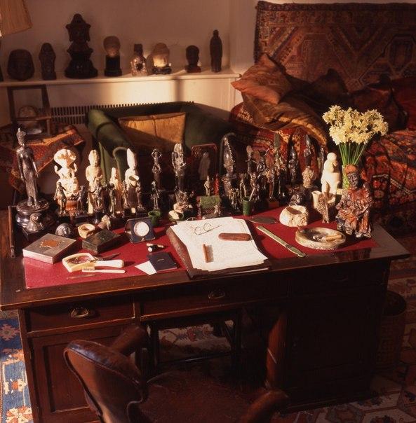 Стол в кабинете Зигмунда Фрейда