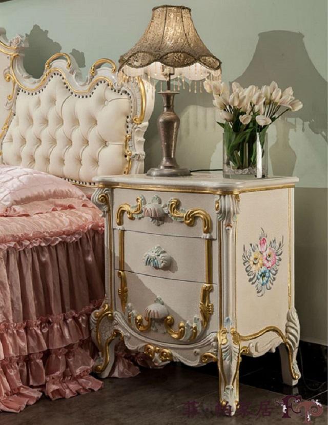 Тумбочка в спальню (стиль рококо)