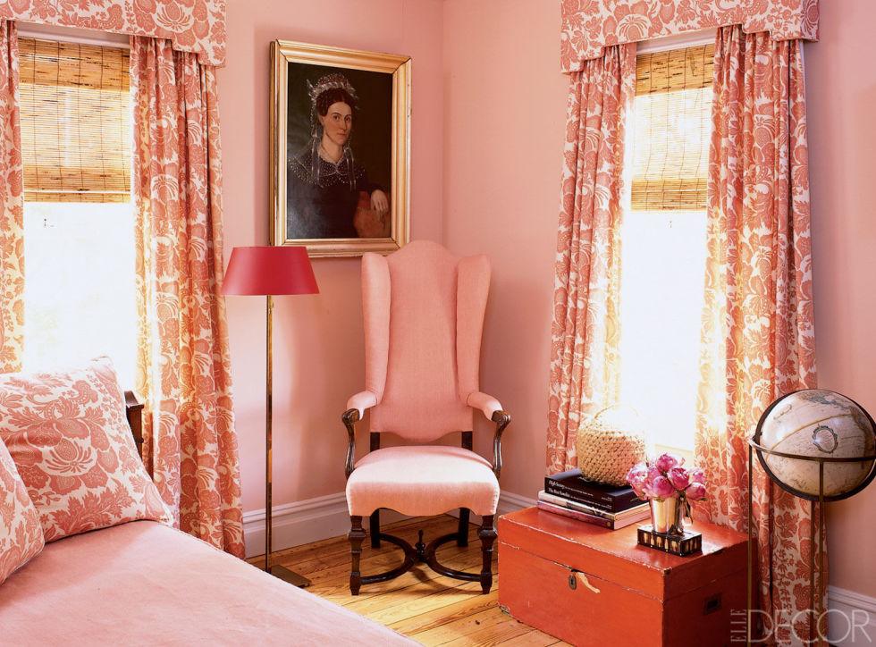 Спальня в розовато-персиковых тонах