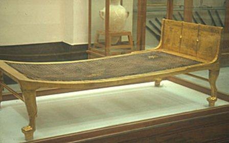 Конструкция первой кровати