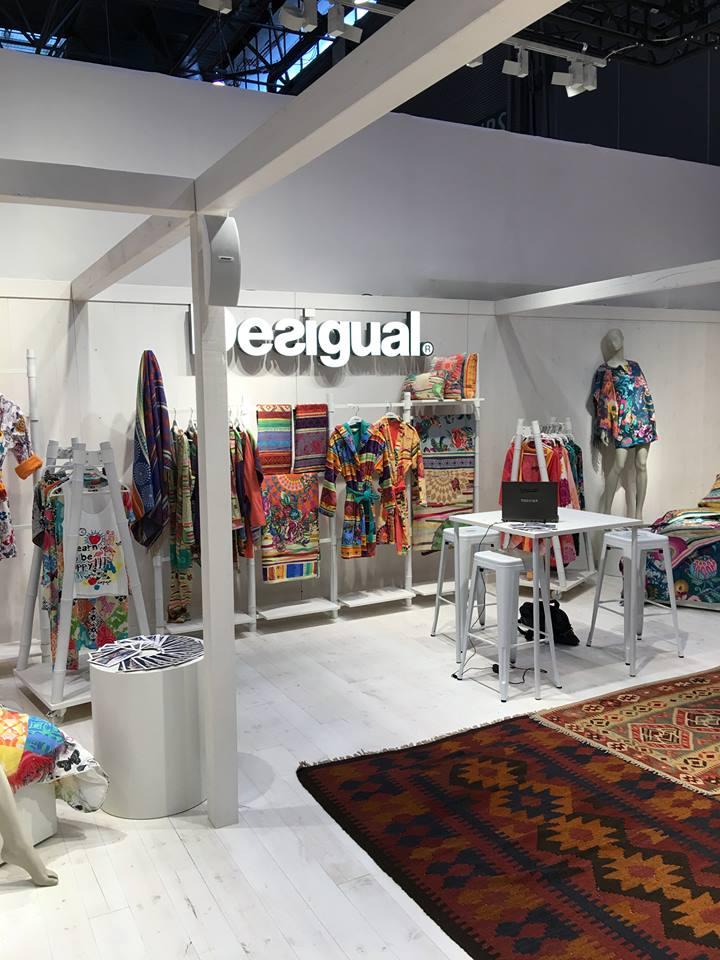 Стенд с текстильной продукцией