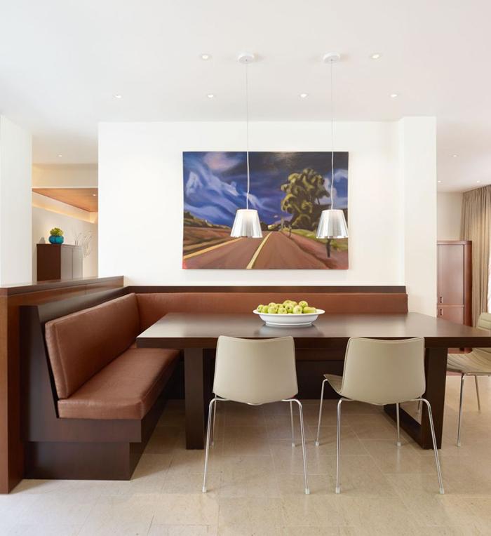 Кухонный уголок из ДСП, обитый кожезаменителем будет выглядеть стильно и красиво