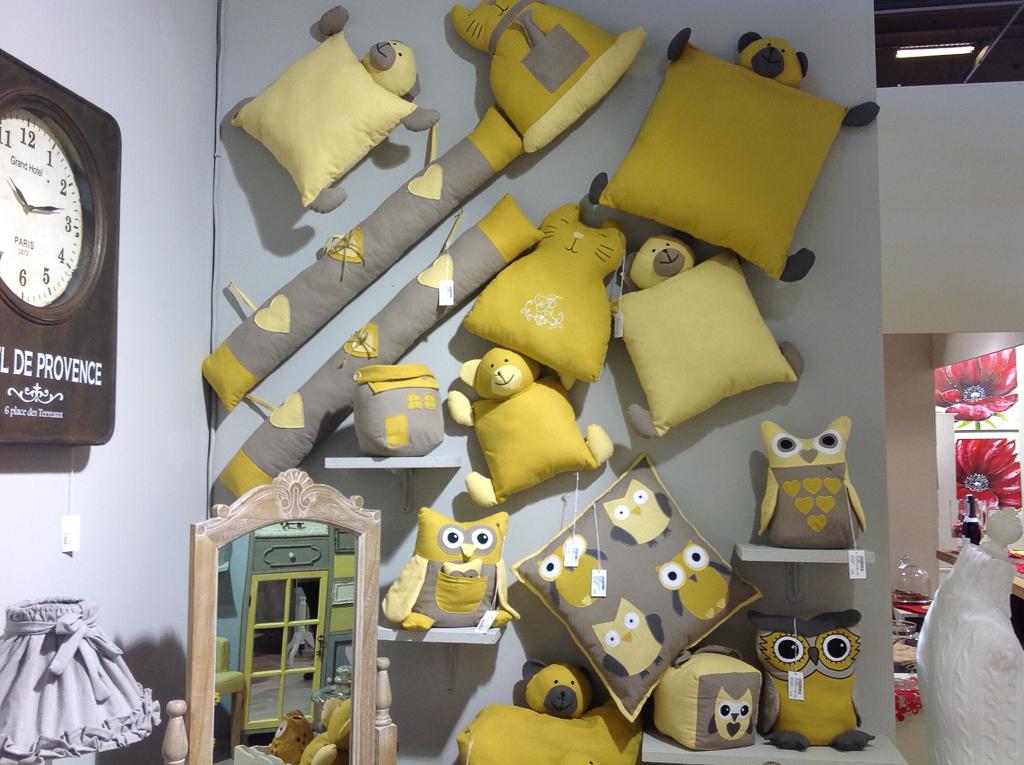 Экспозиция текстиля на выставке в Париже