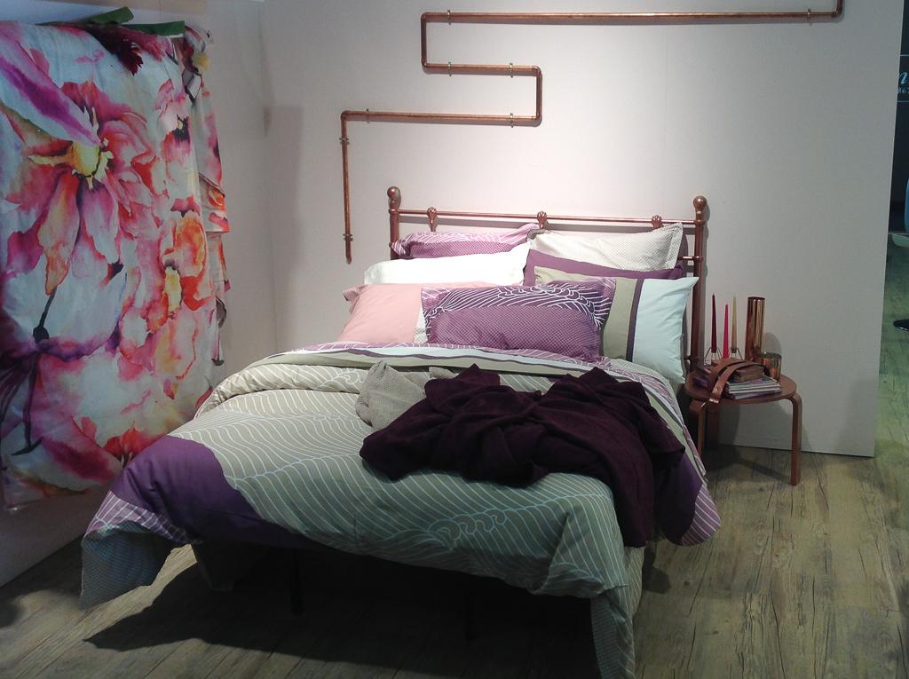 Кровать из латунных труб