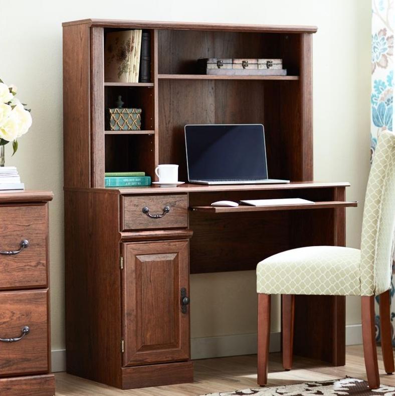 Компьютерный стол в рабочей зоне