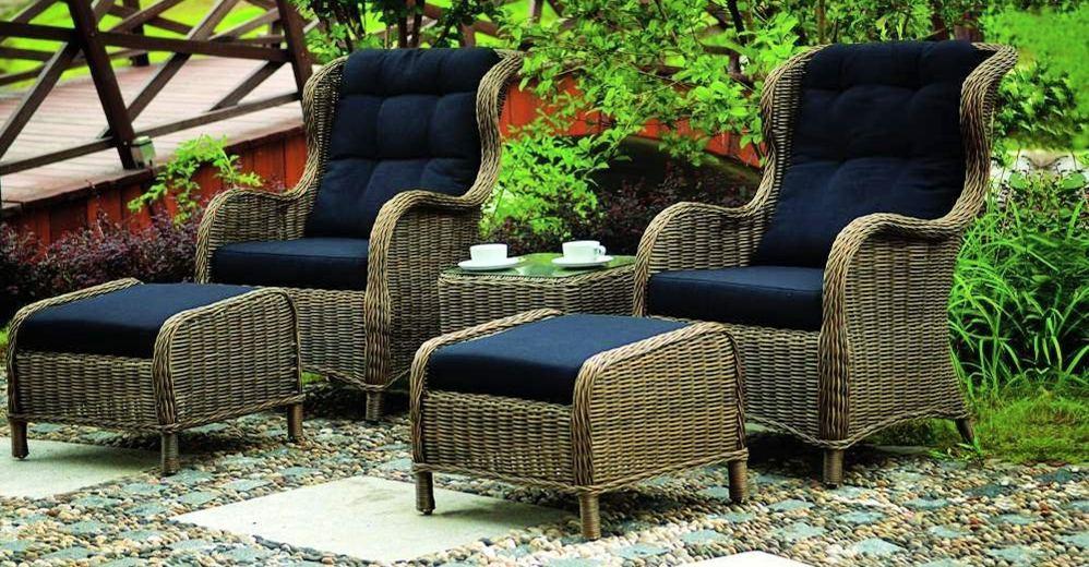 Ротанговые кресла с пуфами