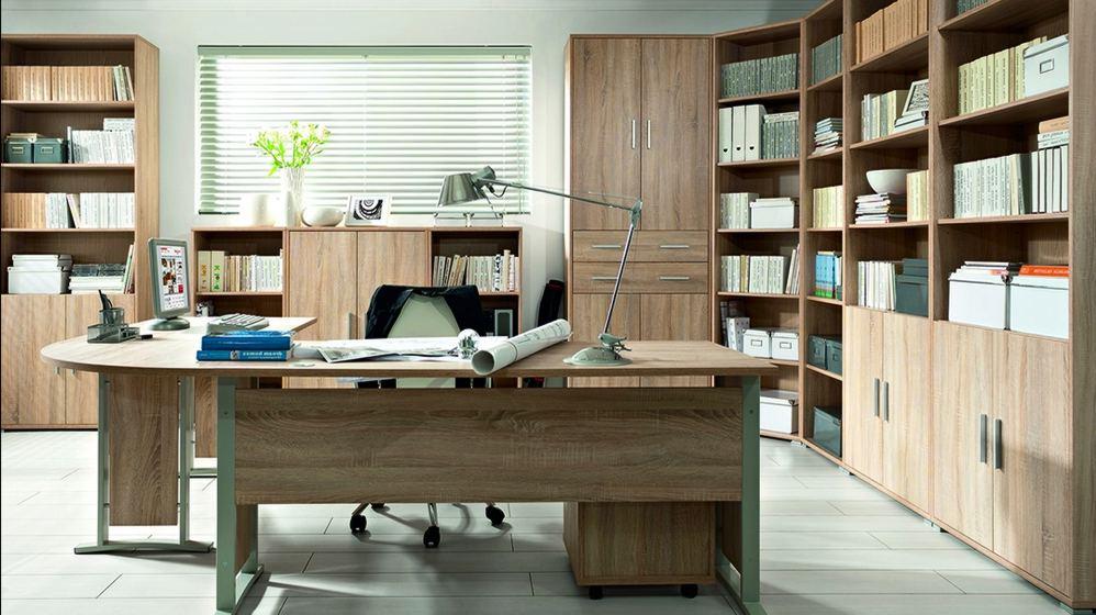 Стеллажи и пеналы в офисном кабинете