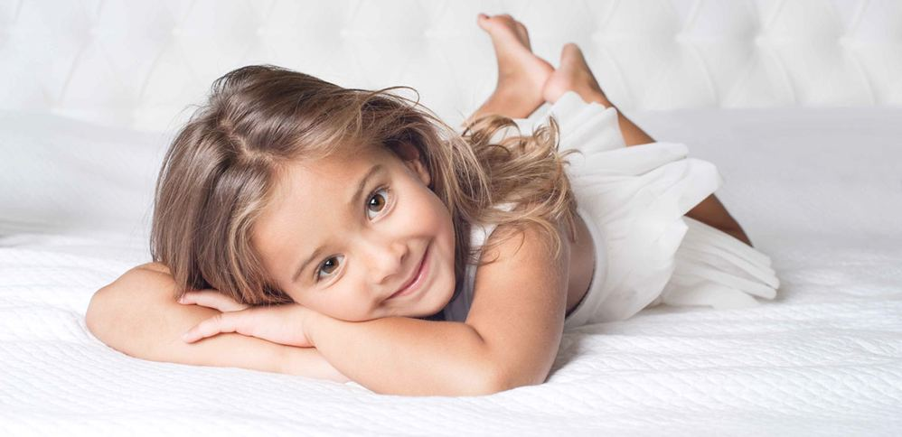 Ребёнок на детском матрасе