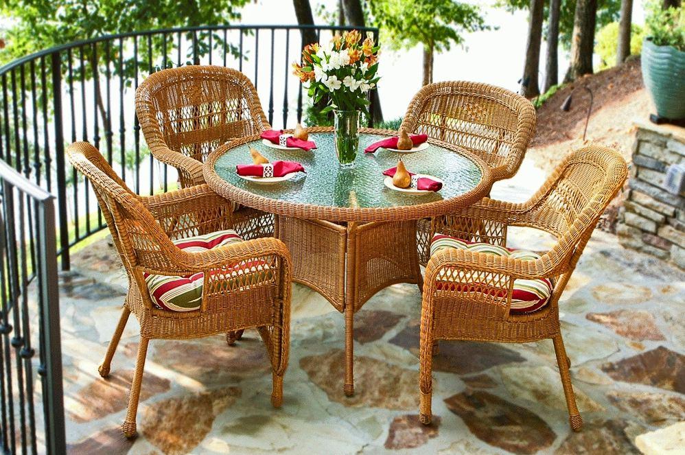 Ротанговые кресла и столик