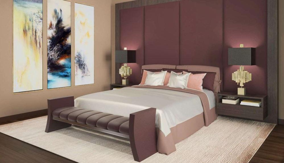 Деревяная кровать в спальне