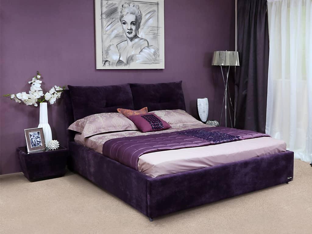 Мягкая кровать для спальни девушки
