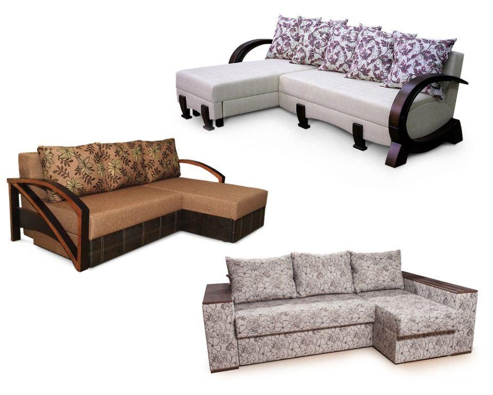 Угловые диваны с деревянными подлокотниками