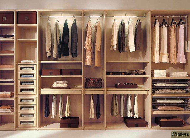 Идеальный порядок в просторном шкафу