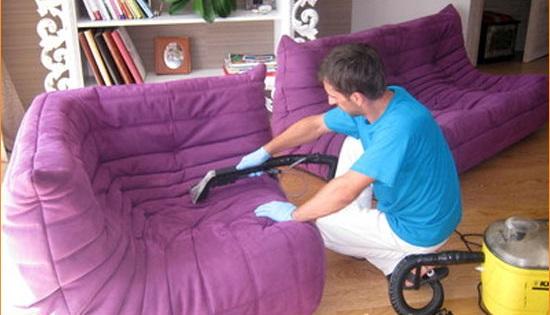 Очистка мебели с помощью пылелоса