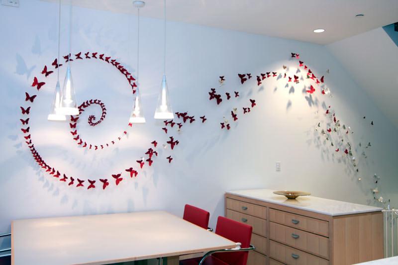 стіна з метеликами